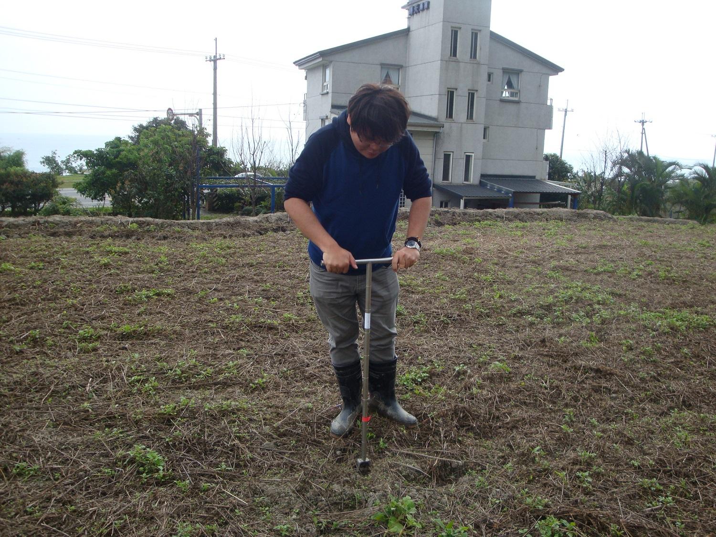定期進行土壤採樣與分析,為合理化施肥的第一步
