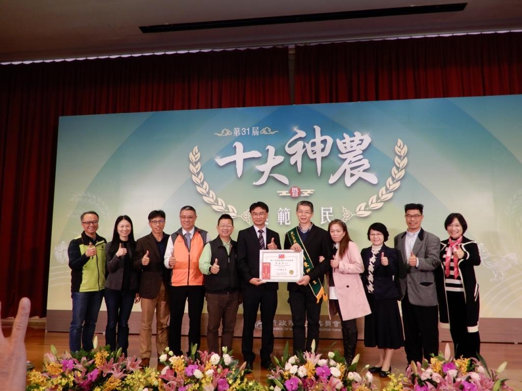 劉秉稼榮獲第31屆模範農民殊榮